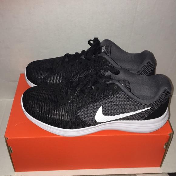 364bd3a6ce51f Nike Revolution 3